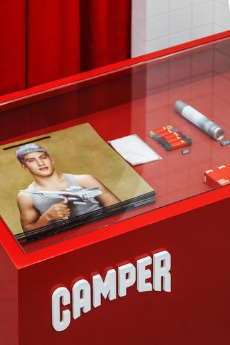 Красное на белом: бутик Camper Together в Москве от студии Asketik (фото 5.2)