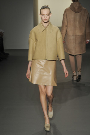 Показ Calvin Klein коллекции сезона Осень-зима 2011-2012 года prêt-à-porter - www.elle.ru - Подиум - фото 235166