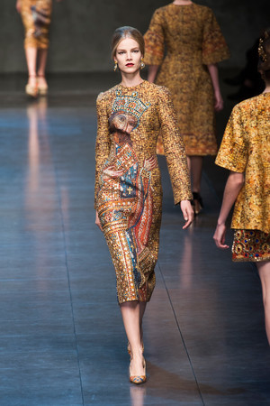 Показ Dolce & Gabbana коллекции сезона Осень-зима 2013-2014 года Prêt-à-porter - www.elle.ru - Подиум - фото 524908