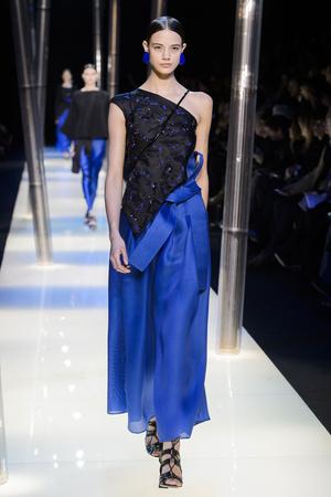 Показ Armani Prive коллекции сезона Весна-лето 2015 года haute couture - www.elle.ru - Подиум - фото 593147