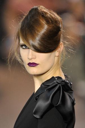 Показ Stephane Rolland коллекции сезона Осень-зима 2011-2012 года haute couture - www.elle.ru - Подиум - фото 278341