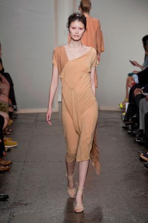 Показ Donna Karan New York коллекции сезона Весна-лето 2013 года Prêt-à-porter - www.elle.ru - Подиум - фото 418928
