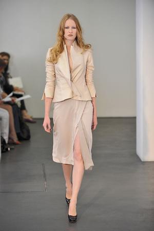 Показ Atelier Gustavo Lins коллекции сезона Осень-зима 2009-2010 года haute couture - www.elle.ru - Подиум - фото 87163