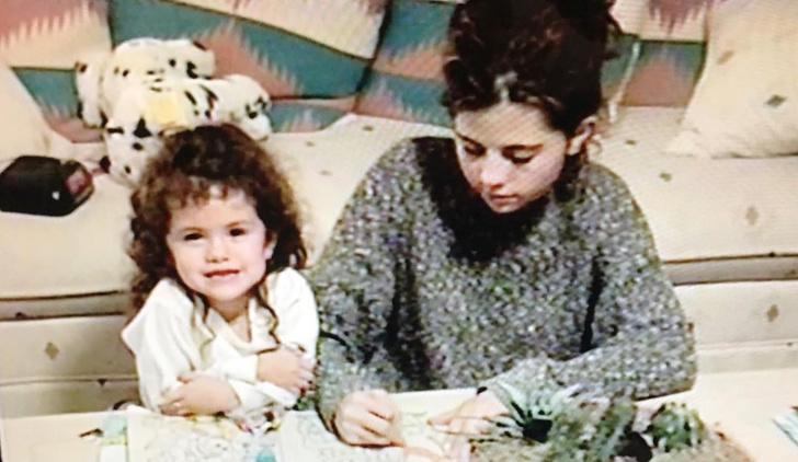 «Моя муза»: как Эмили Ратаковски, Зои Кравиц, Джиджи Хадид, Хейли Бибер и другие знаменитости поздравили своих мам в День матери (фото 58)