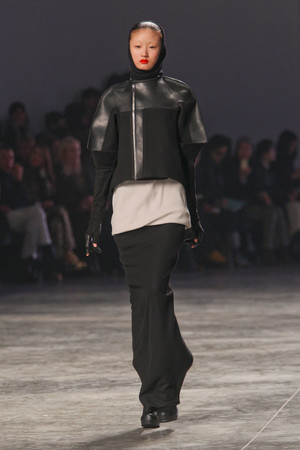Показы мод Rick Owens Осень-зима 2011-2012 | Подиум на ELLE - Подиум - фото 2176