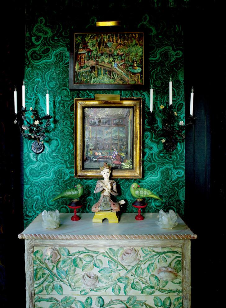 Комод в столовой, сделанный по эскизу Дюкетта, фигурировал в нескольких фильмах, в том числе в мюзикле «Моя прекрасная леди».