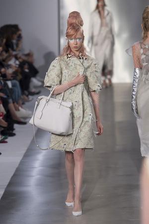 Показы мод Maison Margiela Весна-лето  2016 | Подиум на ELLE - Подиум - фото 4428