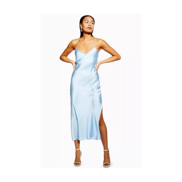 Главная покупка будущей весны: голубое платье (фото 10)