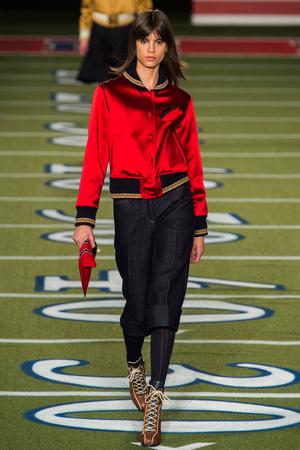 Показы мод Tommy Hilfiger Осень-зима 2015-2016 | Подиум на ELLE - Подиум - фото 4245