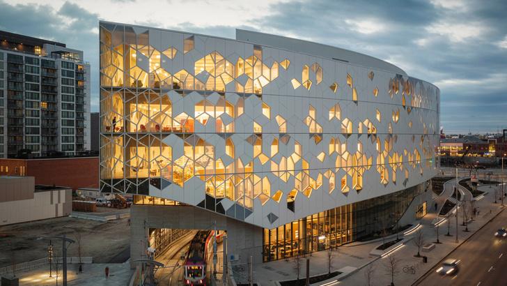В Калгари открылась городская библиотека по проекту Snøhetta (фото 0)
