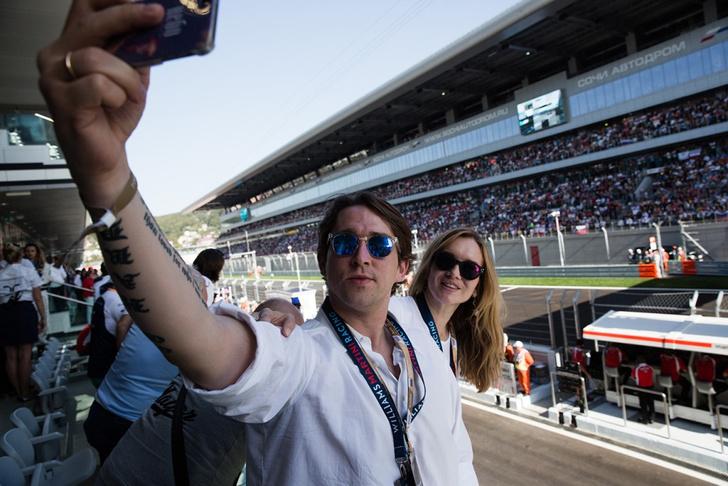 Алексей Киселев и Ида Лоло в паддок-клубе Williams Martini Racing