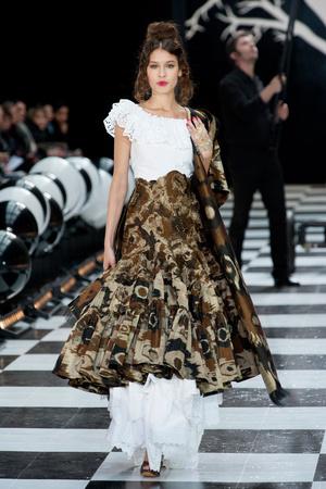 Показ Franc Sorbier коллекции сезона Весна-лето 2014 года haute couture - www.elle.ru - Подиум - фото 575073