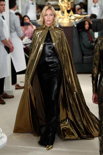 Золото на обед: показ весенней коллекции Ralph Lauren прошел в ресторане (галерея 0, фото 40)