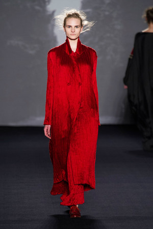 Показы мод Uma Wang Осень-зима 2014-2015 | Подиум на ELLE - Подиум - фото 3951