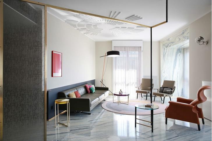 Переливы мрамора: необычный интерьер миланской квартиры (фото 2)