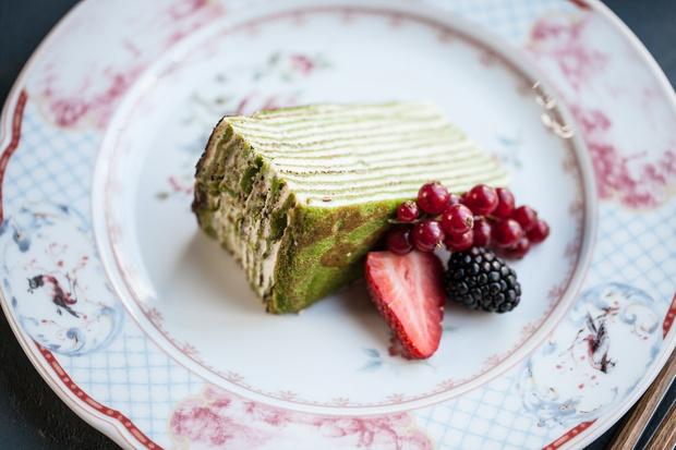 Самый весенний рецепт: блинный матча-торт с кремом из белого шоколада (фото 1)