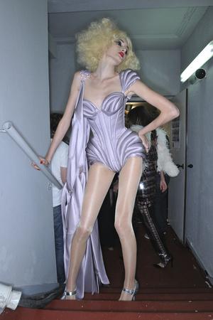 Показ Jean Paul Gaultier коллекции сезона Осень-зима 2009-2010 года Haute couture - www.elle.ru - Подиум - фото 87987
