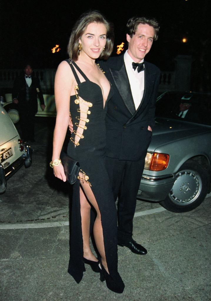 Элизабет Херли в платье с булавками от Versace на премьере фильма в 1994 году