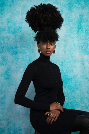 Рианна посвятила коллекцию украшений Fenty темнокожим женщинам (фото 2.2)