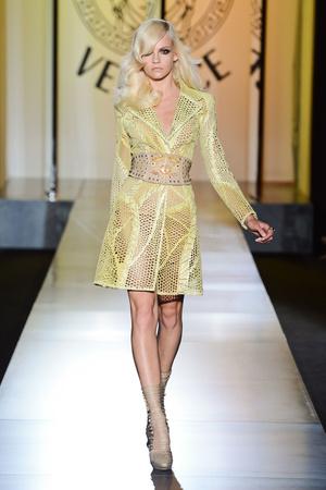 Показ Atelier Versace коллекции сезона Осень-зима 2012-2013 года Haute couture - www.elle.ru - Подиум - фото 402902