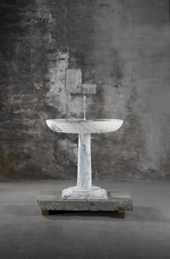 Выставка мебели Карла Лагерфельда в Париже (фото 2.1)