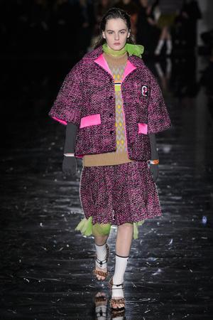 Показ Prada коллекции сезона осень-зима  2018-2019 года Prêt-à-porter - www.elle.ru - Подиум - фото 697891
