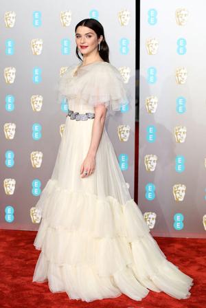 Притяжение женственности: Рейчел Вайс в ванильном платье Gucci на BAFTA-2019 (фото 1)