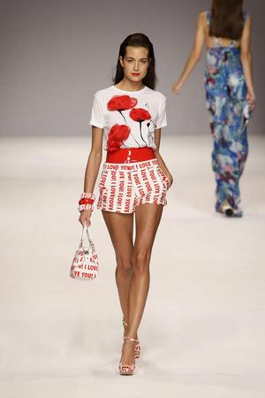 Показы мод Blugirl Весна-лето 2010 | Подиум на ELLE - Подиум - фото 2999