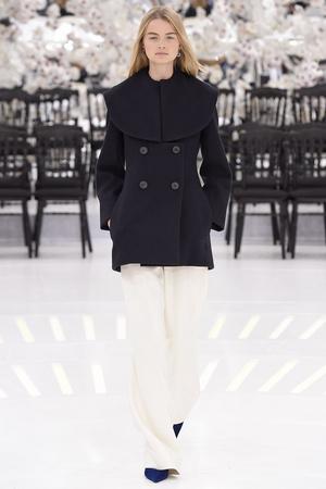 Показ Christian Dior коллекции сезона Осень-зима 2014-2015 года Haute couture - www.elle.ru - Подиум - фото 584655
