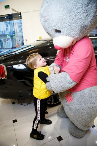 Необычный праздник с Aston Martin фото [3]