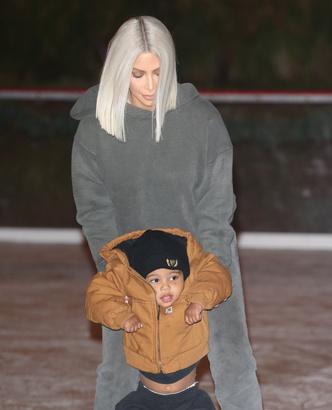 Фото дня: Ким Кардашьян с детьми в Калифорнии (фото 2)