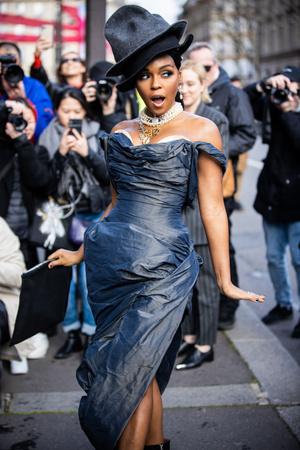 Джордан Данн и Жанель Монэ выбрали одинаковые платья для шоу Vivienne Westwood (фото 1.1)