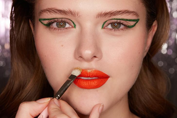 Поэтапная инструкция: 2 новогодних макияжа от визажистов Елены Крыгиной (фото 32)
