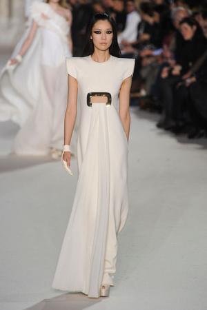 Показ Stephane Rolland коллекции сезона Весна-лето 2012 года Haute couture - www.elle.ru - Подиум - фото 331759