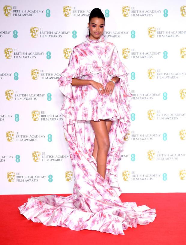 Весенний цветок: Элла Балинска в Giambattista Valli на премии BAFTA 2020 (фото 0)