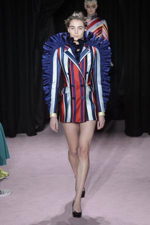 Показ Viktor & Rolf коллекции сезона Весна-лето 2018 года Haute couture - www.elle.ru - Подиум - фото 677241