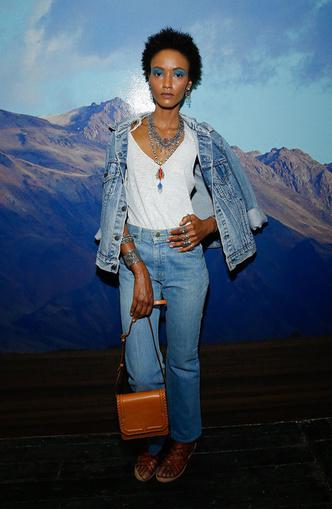 Back to 90s: 5 способов носить mom-джинсы (фото 14)