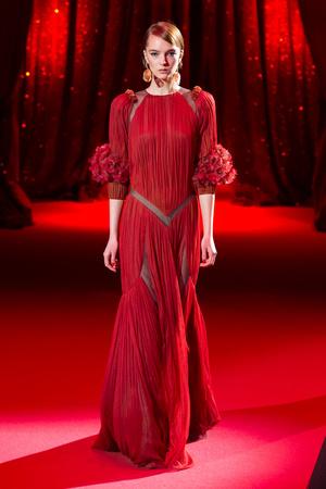 Показ Ulyana Sergeenko коллекции сезона Весна-лето  2017 года haute couture - www.elle.ru - Подиум - фото 616856