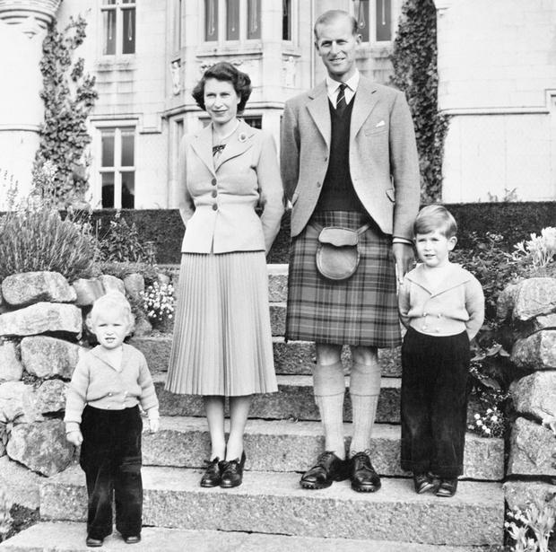 Елизавета II, принц Филипп, принцесса Анна и принц Чарльз фото