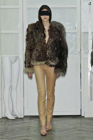 Показ Maison Martin Margiela коллекции сезона Весна-лето 2011 года Haute couture - www.elle.ru - Подиум - фото 218652
