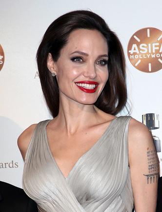Фото дня: Анджелина Джоли с детьми на Annie Awards (фото 5)