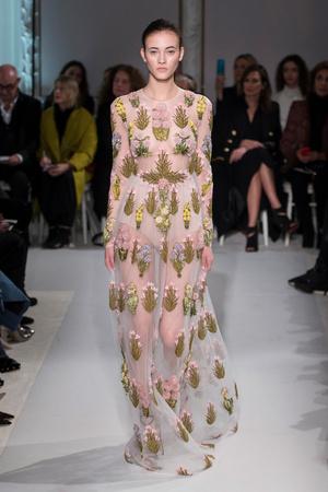 Показ Giambattista Valli коллекции сезона Весна-лето  2017 года Haute couture - www.elle.ru - Подиум - фото 616228