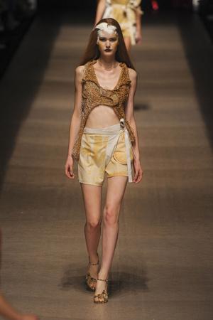 Показы мод Vivienne Westwood Весна-лето 2011 | Подиум на ELLE - Подиум - фото 2504