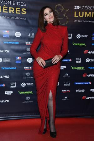 Роскошная Моника Беллуччи на премии «Люмьер» в Париже (фото 2)