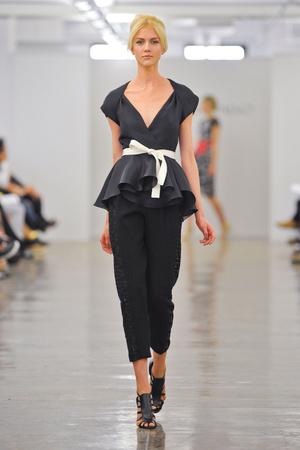 Показы мод Carmen Marc Valvo Весна-лето 2013 | Подиум на ELLE - Подиум - фото 1278