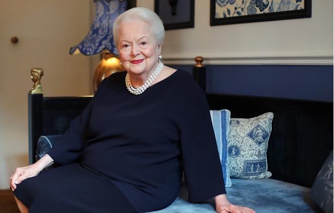 Актрисе из «Унесенных ветром» 101 год, но она фантастически выглядит (фото 6)