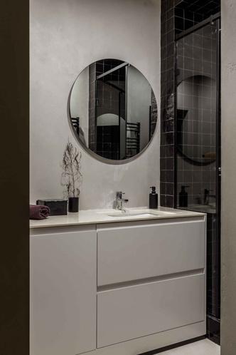 Брутальная квартира в бежевых тонах с черной спальней 72 м² (фото 21.1)