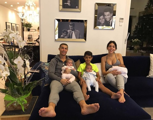 Звезды, которые стали родителями в 2017 году (фото 15)