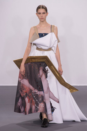 Показ Viktor & Rolf коллекции сезона Осень-зима 2015-2016 года Haute couture - www.elle.ru - Подиум - фото 597334