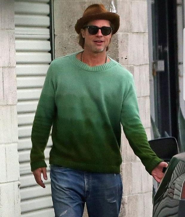 Стильный зеленый свитер Брэда Питта с градиентом (фото 1)
